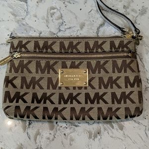 Michael Kors MK Signature Wristlet